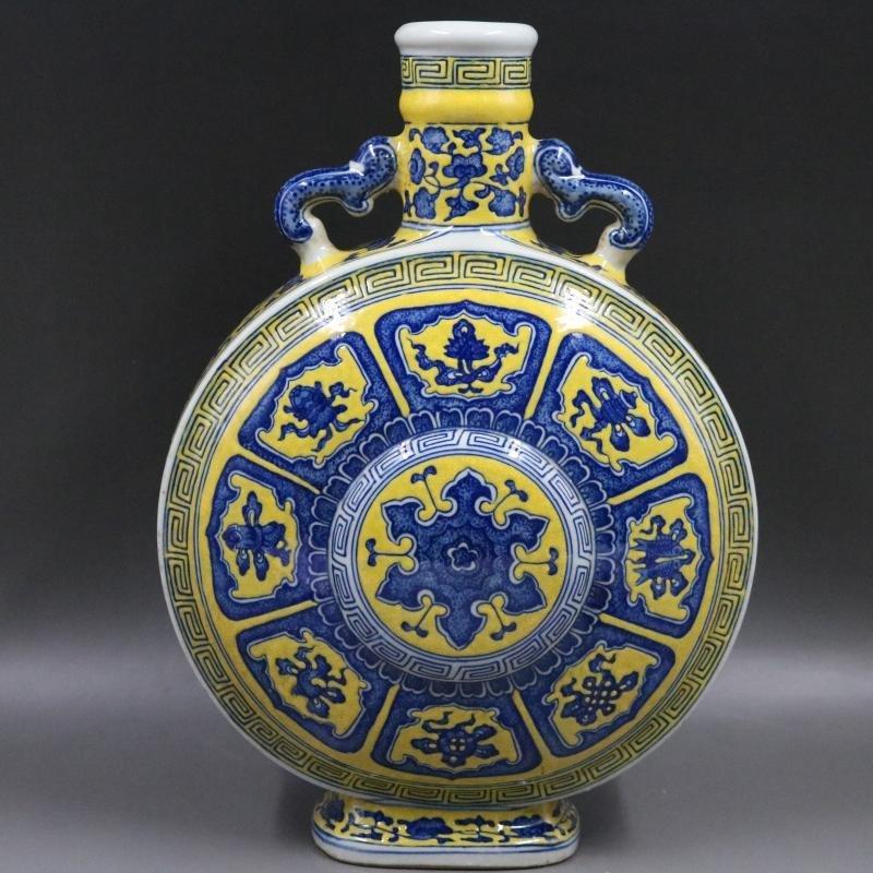 Qing Qianlong Yellow Plain Blue and White Flat Bottle