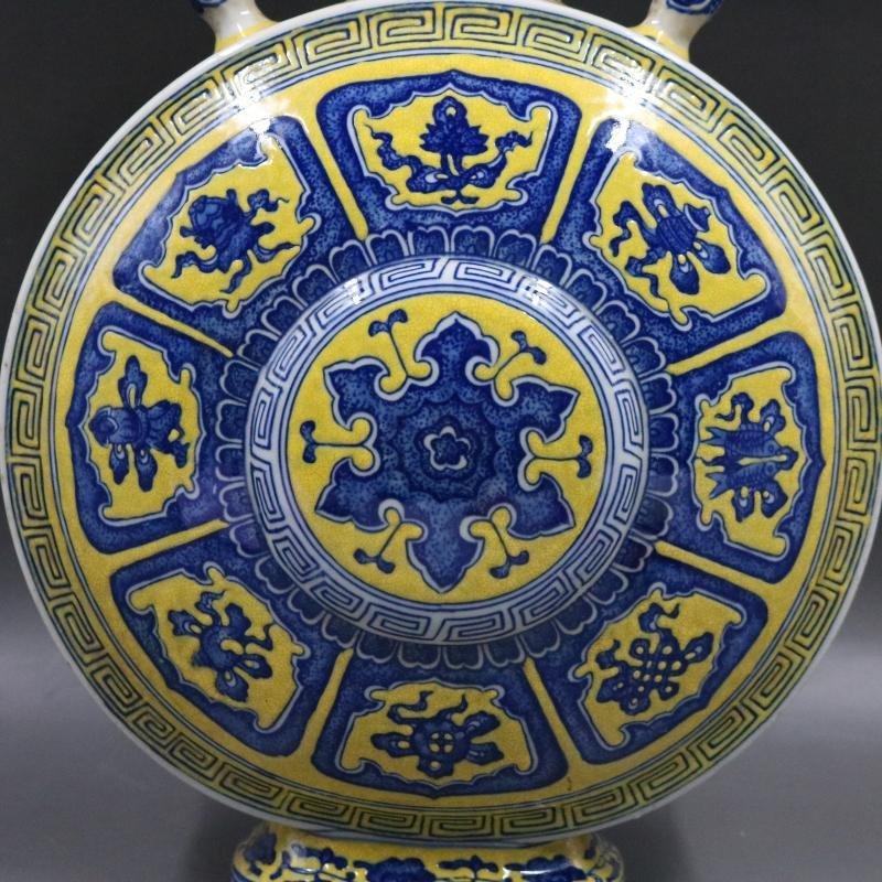 Qing Qianlong Yellow Plain Blue and White Flat Bottle - 2