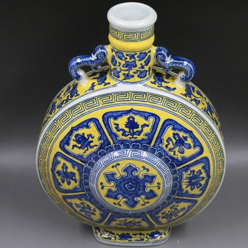 Qing Qianlong Yellow Plain Blue and White Flat Bottle - 3