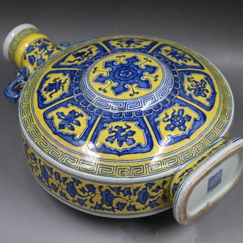 Qing Qianlong Yellow Plain Blue and White Flat Bottle - 6