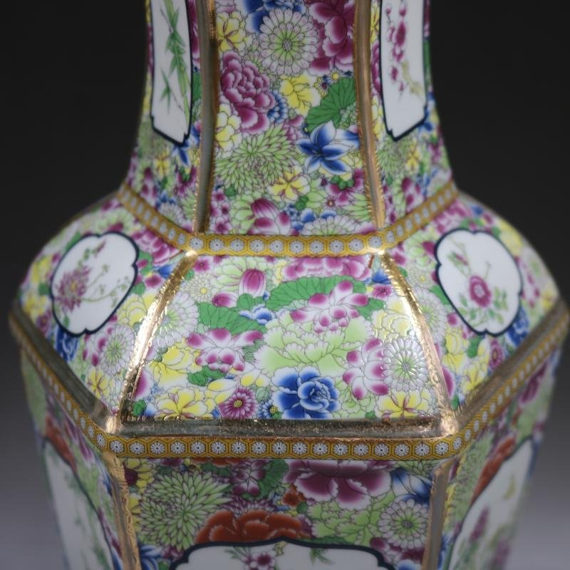 Qianlong gold-enameled flower-and-bird vase in the Qing - 4