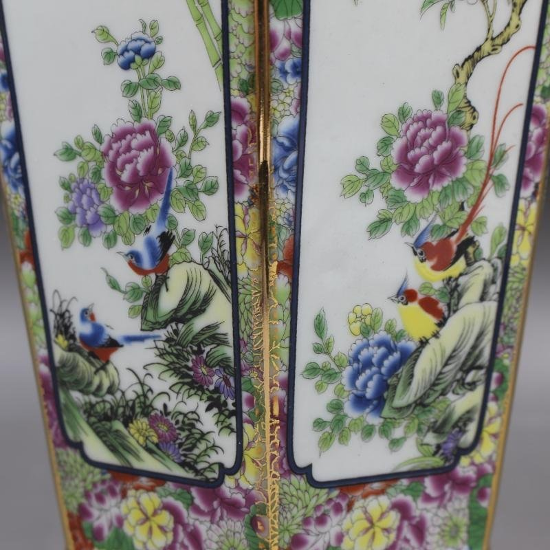 Qianlong gold-enameled flower-and-bird vase in the Qing - 6