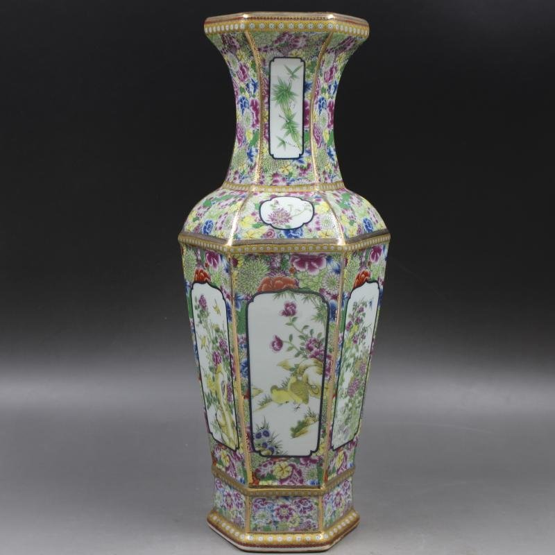 Qianlong gold-enameled flower-and-bird vase in the Qing - 7