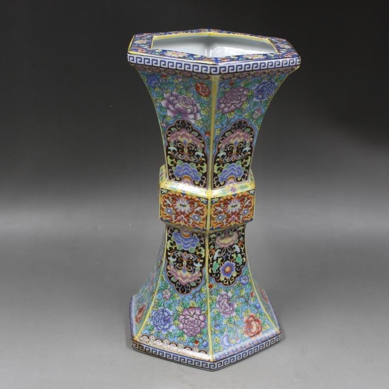 Qing Dynasty Yongzheng enamel vase with golden pattern