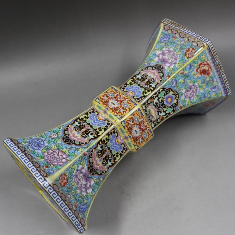 Qing Dynasty Yongzheng enamel vase with golden pattern - 2