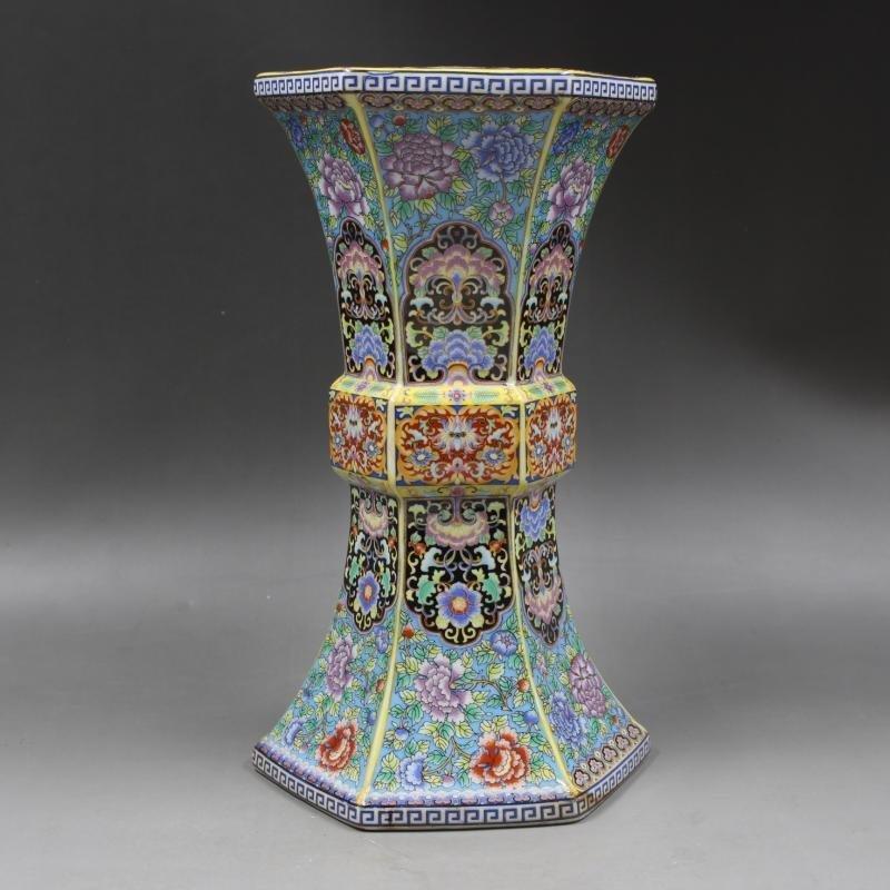 Qing Dynasty Yongzheng enamel vase with golden pattern - 3