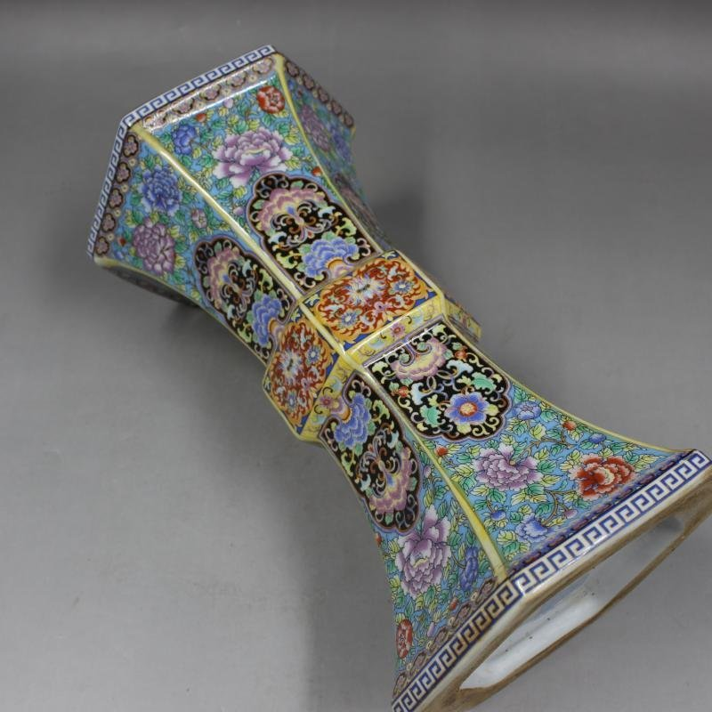 Qing Dynasty Yongzheng enamel vase with golden pattern - 4