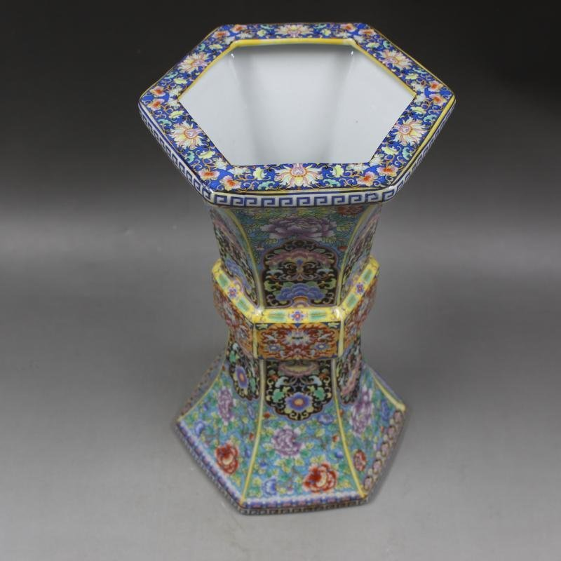 Qing Dynasty Yongzheng enamel vase with golden pattern - 6