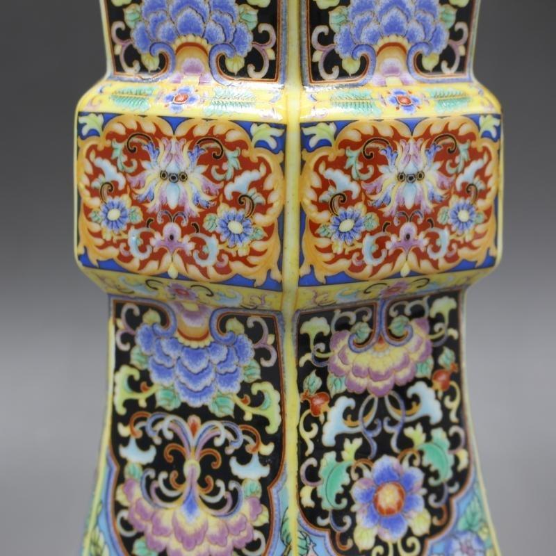 Qing Dynasty Yongzheng enamel vase with golden pattern - 7