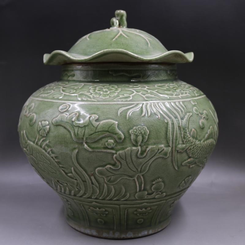 Ming longquan open relief fish-algae pattern lotus leaf