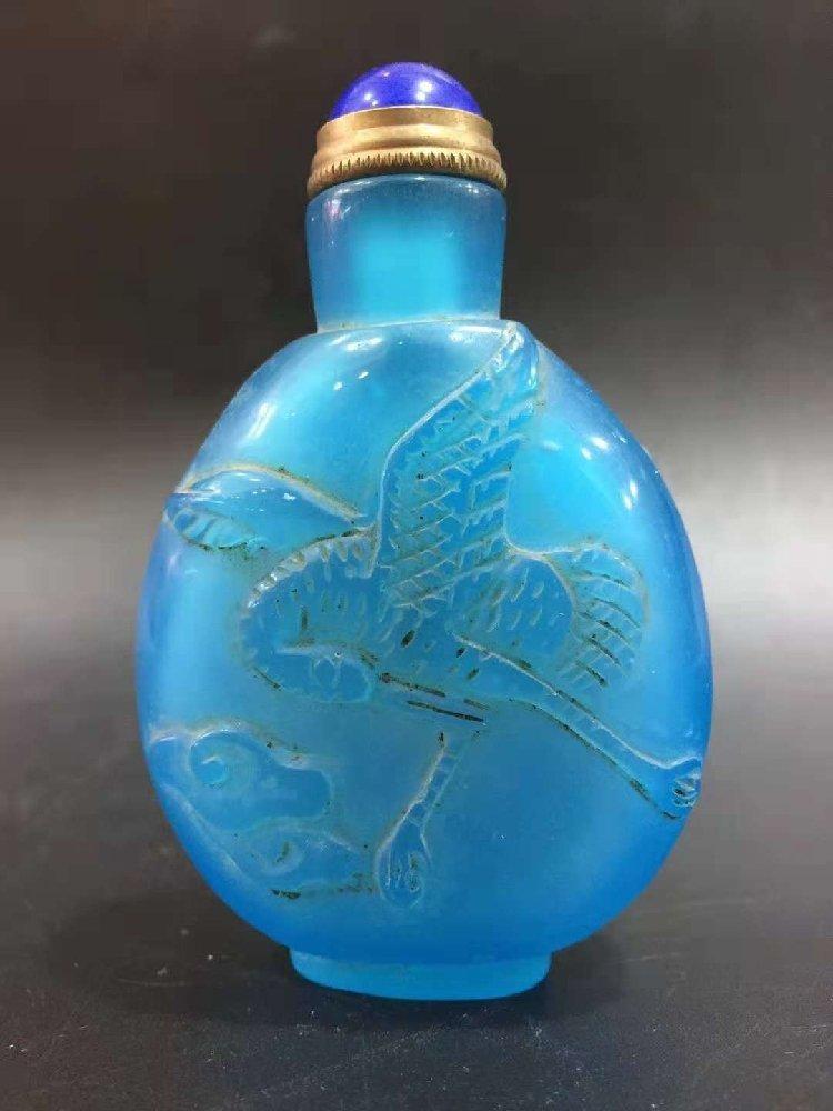 Glass exterior Carver snuff bottle relief crane snuff