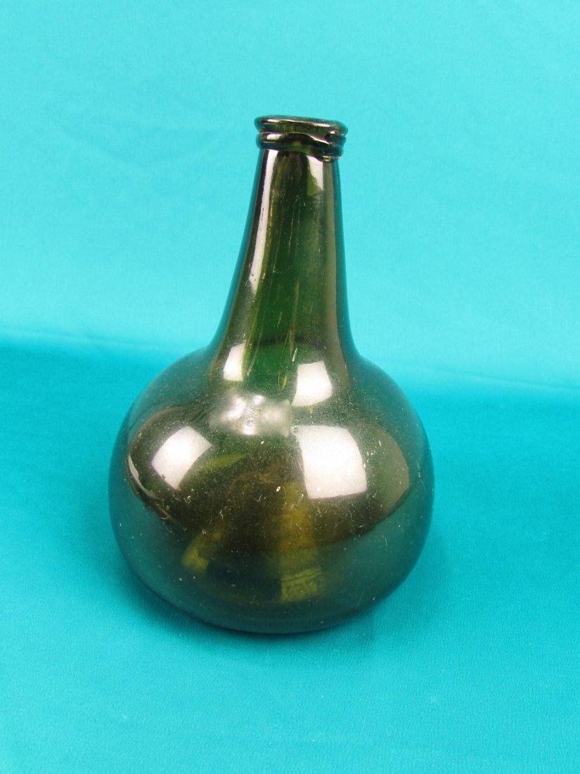 18th cent. Dutch Onion Wine bottle Circa 1740 - 3