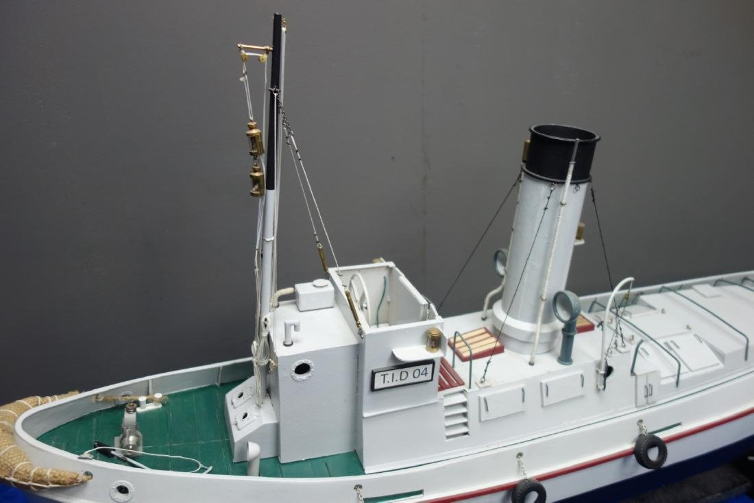 Radio Controlled scale model of the T.I.D 04, belt - 2