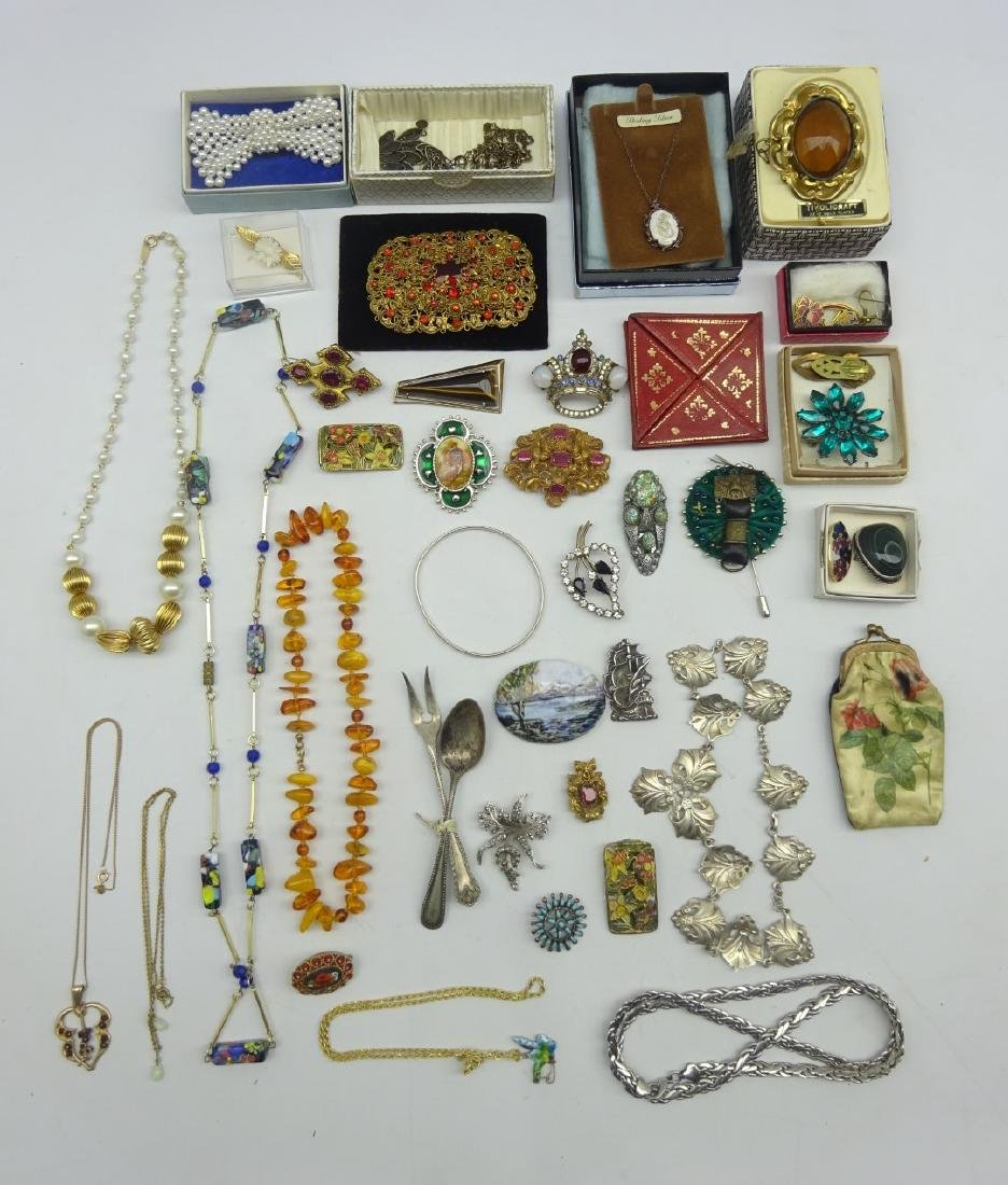 Collection of costume jewellery including broaches and
