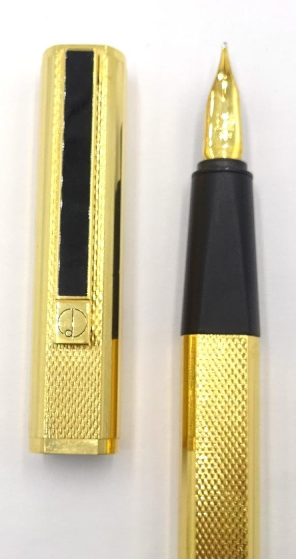 Dunhill gold-plated fountain pen, engine turned - 2