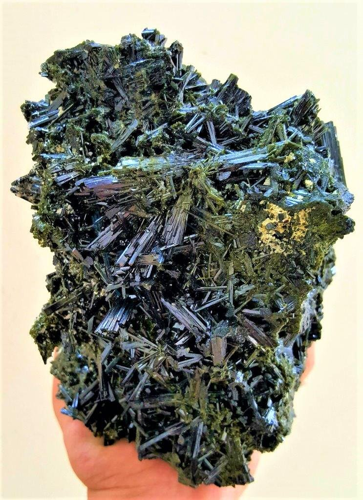 3.5 Kg Museum Level Epidote Mineral