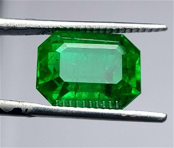 7.40 Carats AA Quality Vivid Green Emerald