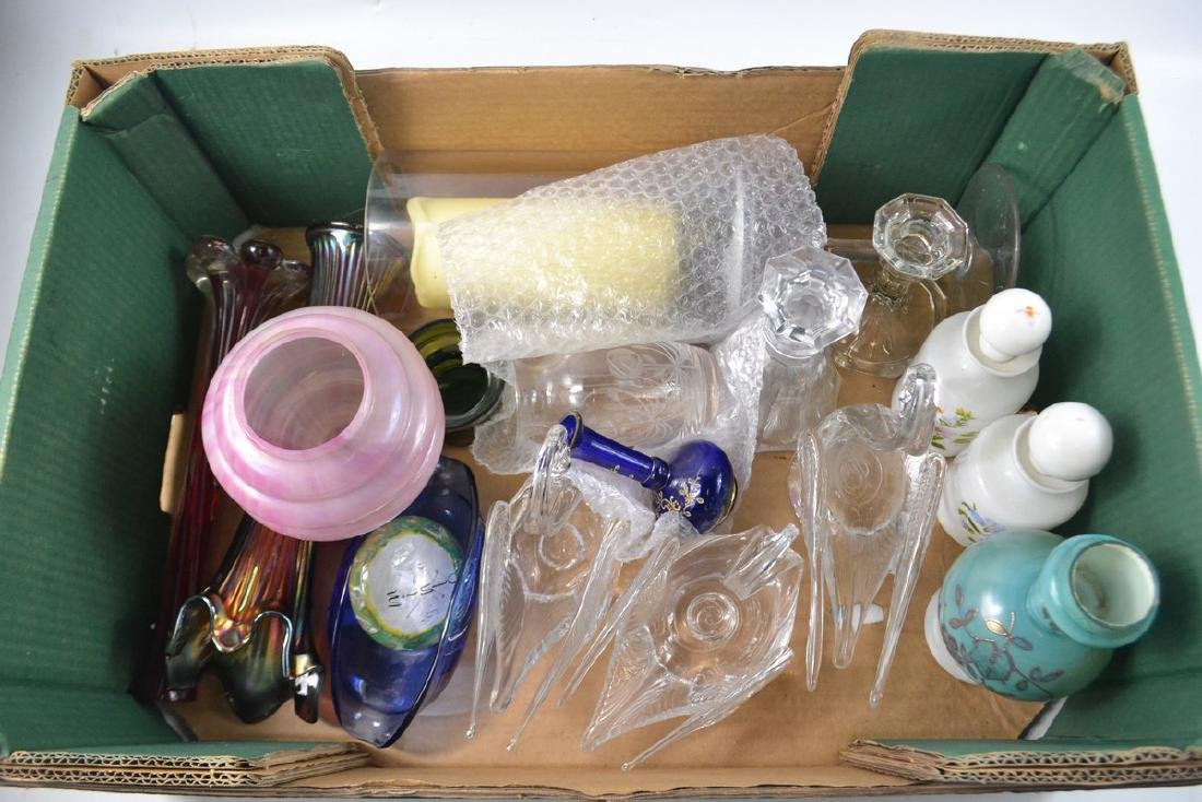Mixed box to include large glass candle holder, glass