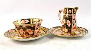 ROYAL CROWN DERBY Imari style tea set to include a cup,