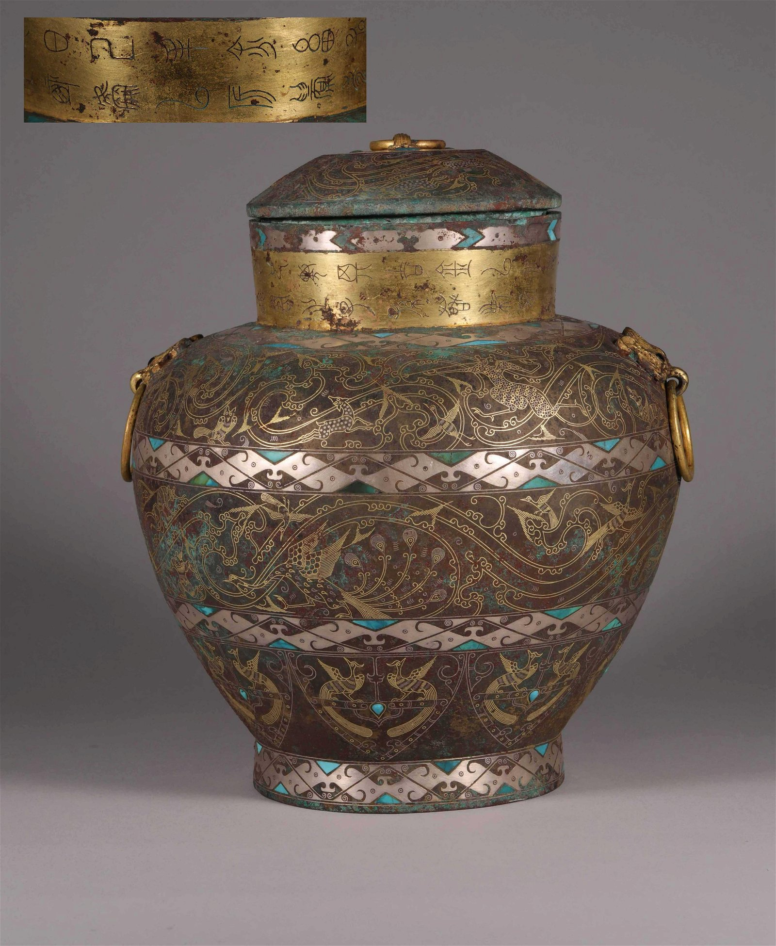 A CHINESE ANTIQUE BRONZE BOTTLE
