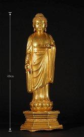 AN ANTIQUE GOLD BUDDHA STATUE