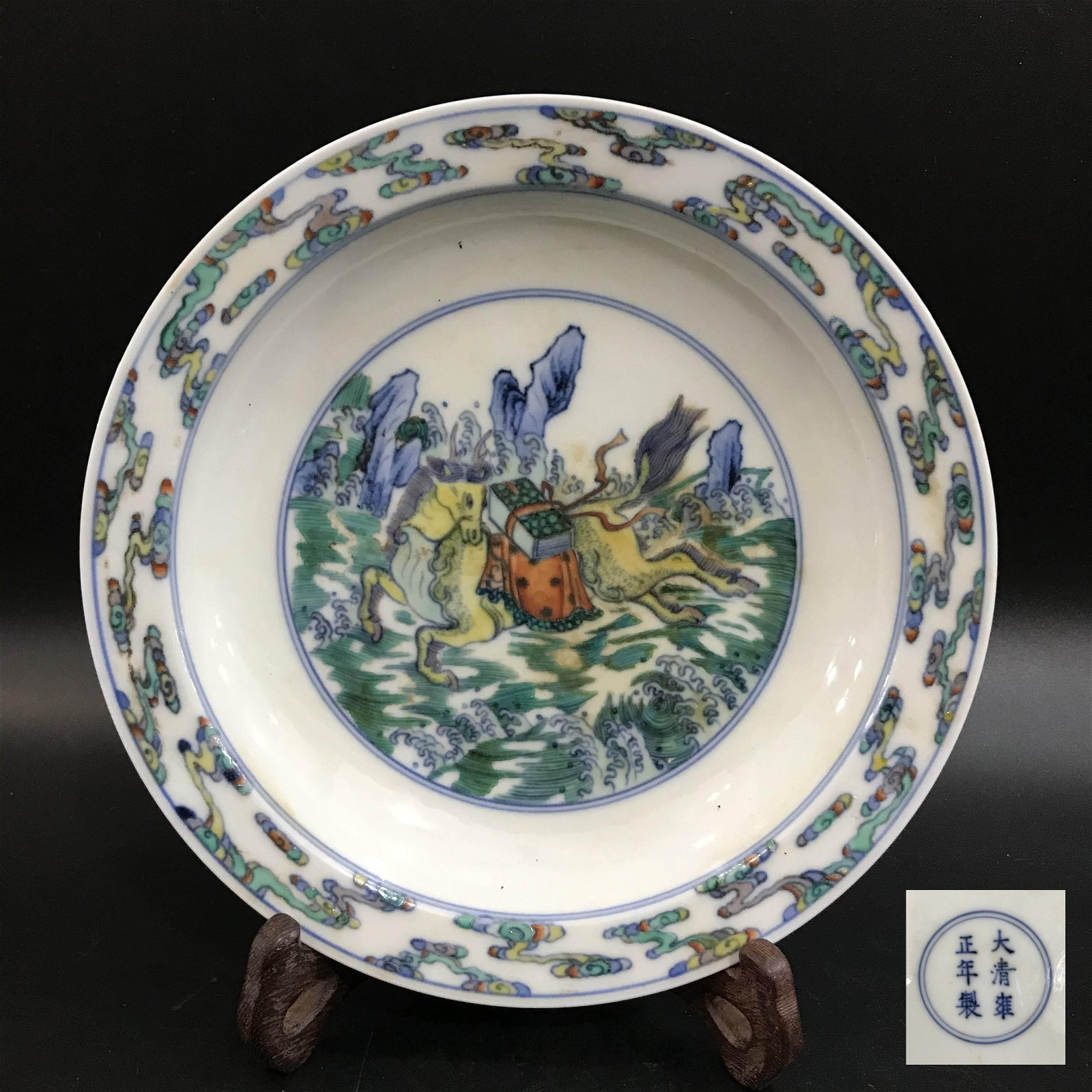 A CHINESE PORCELAIN PLATE