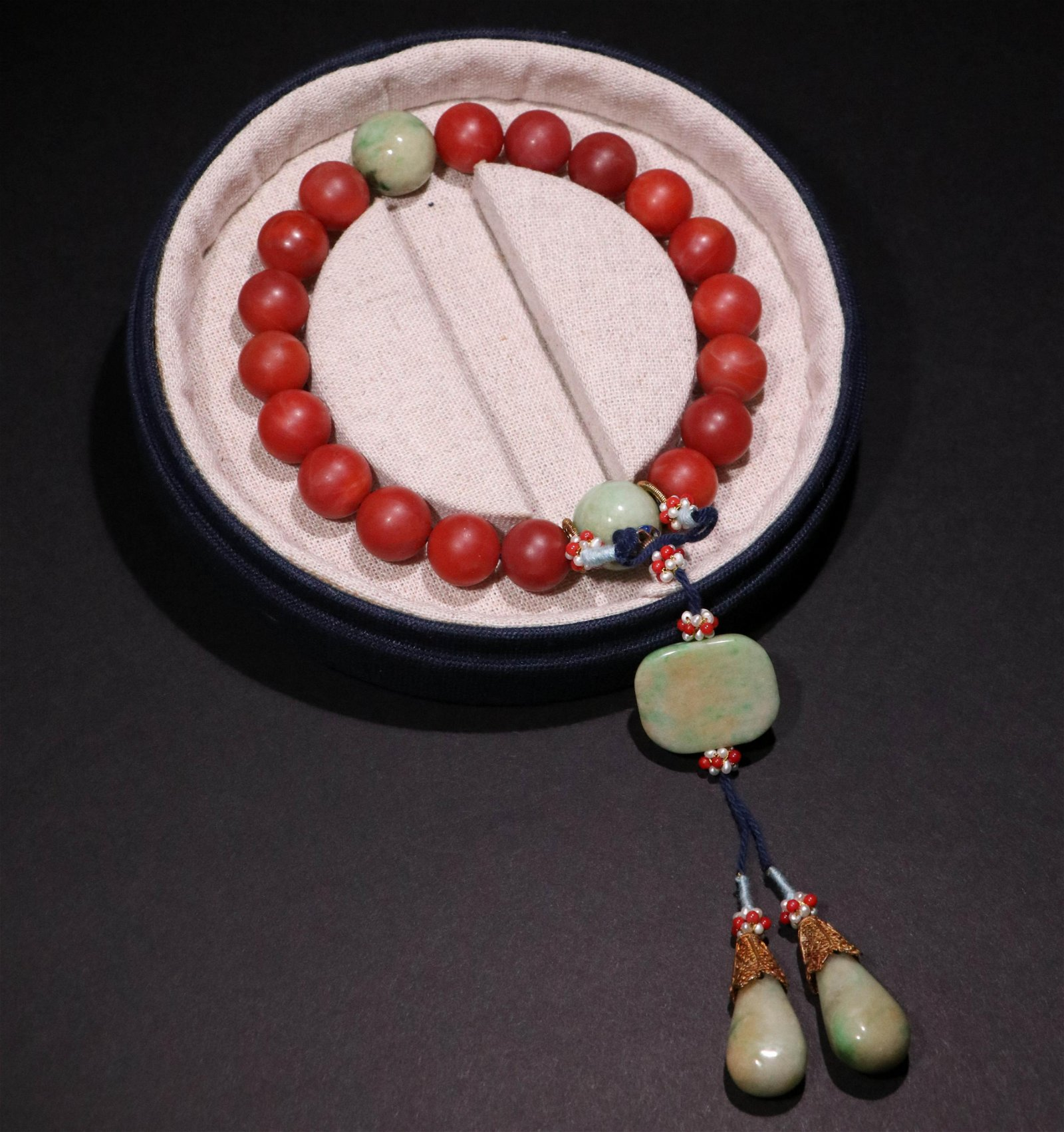 A CHINESE VINTAGE RED AGATE HAND CHAIN