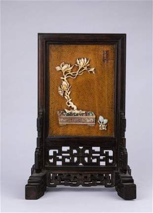 A CHINESE VINTAGE TABLE DISPLAY ITEM