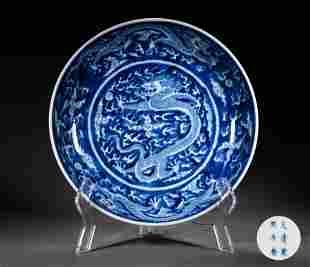 A BLUE-AND-WHITE GLAZED PORCELAIN PLATE