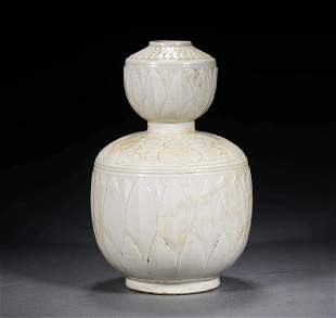 A DING YAO GOURD SHAPED VASE