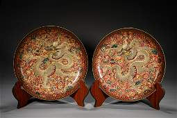 A PAIR OF CHINESE FAMILLE ROSE GLAZE PORCELAIN PLATES