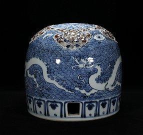 A BLUE-AND-WHITE GLAZED PORCELAIN GU CANG GRAIN HOLDER