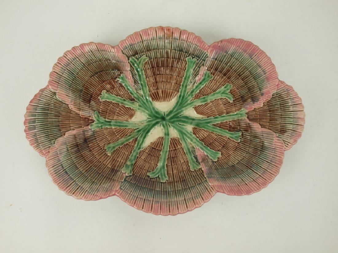 "Etruscan Majolica shell & seaweed 14"" platter, nicks to"