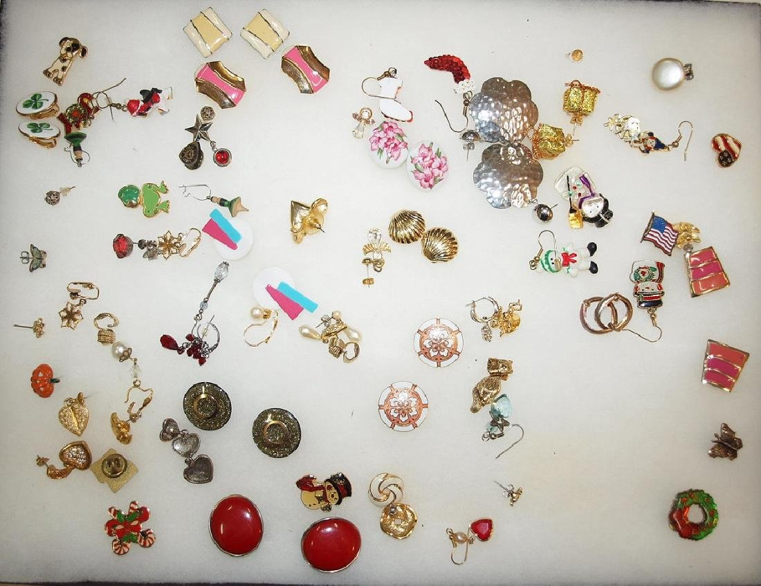 Showcase with several pairs of earrings