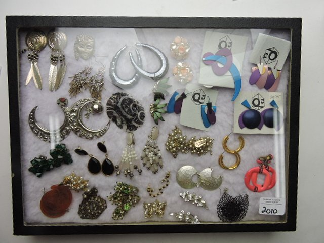 Showcase with earrings and brooches