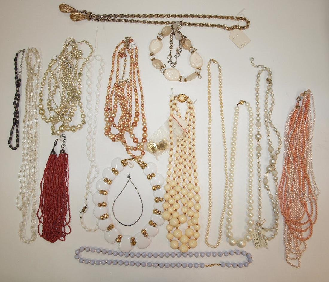 Lot of 16 necklaces