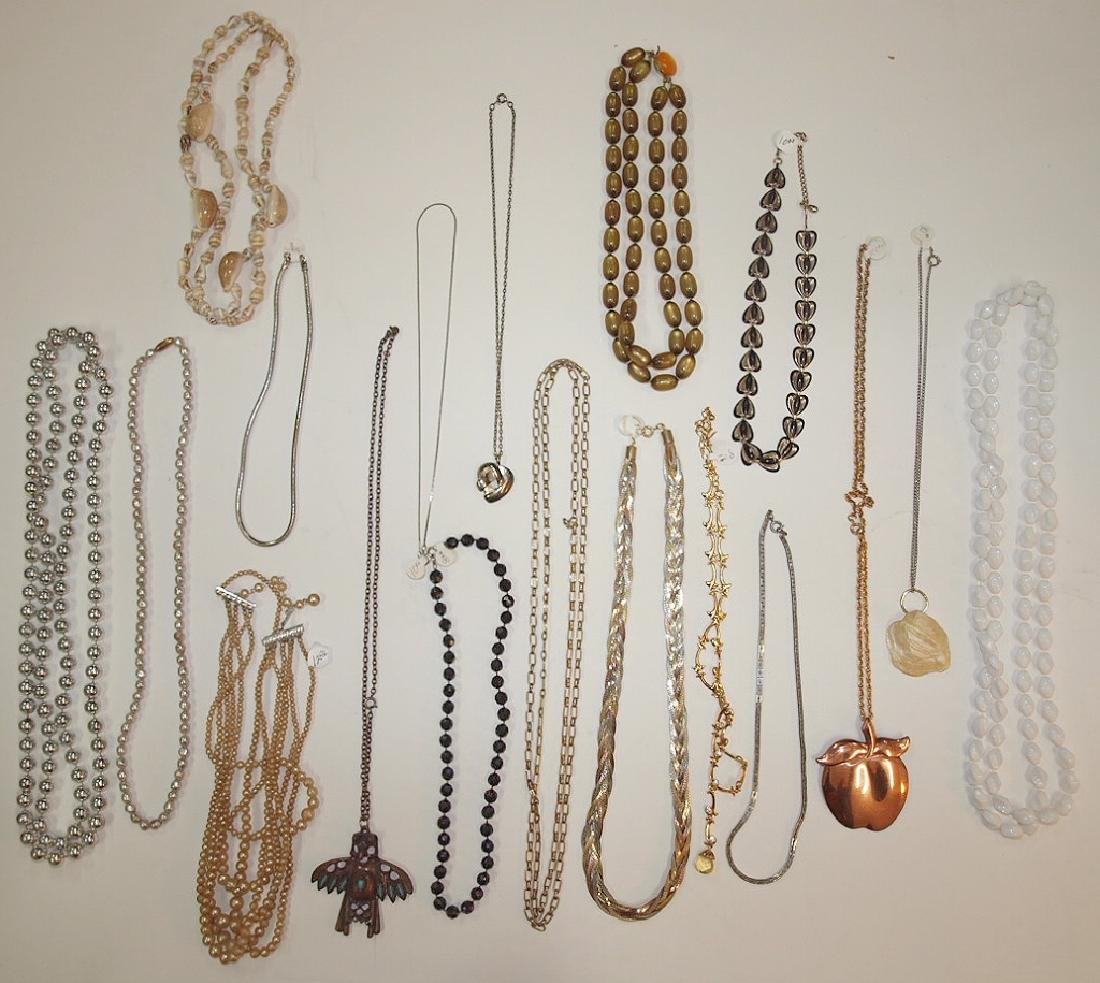Lot of 18 necklaces