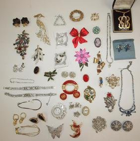 Lot of brooches, bracelets, earrings, & necklaces