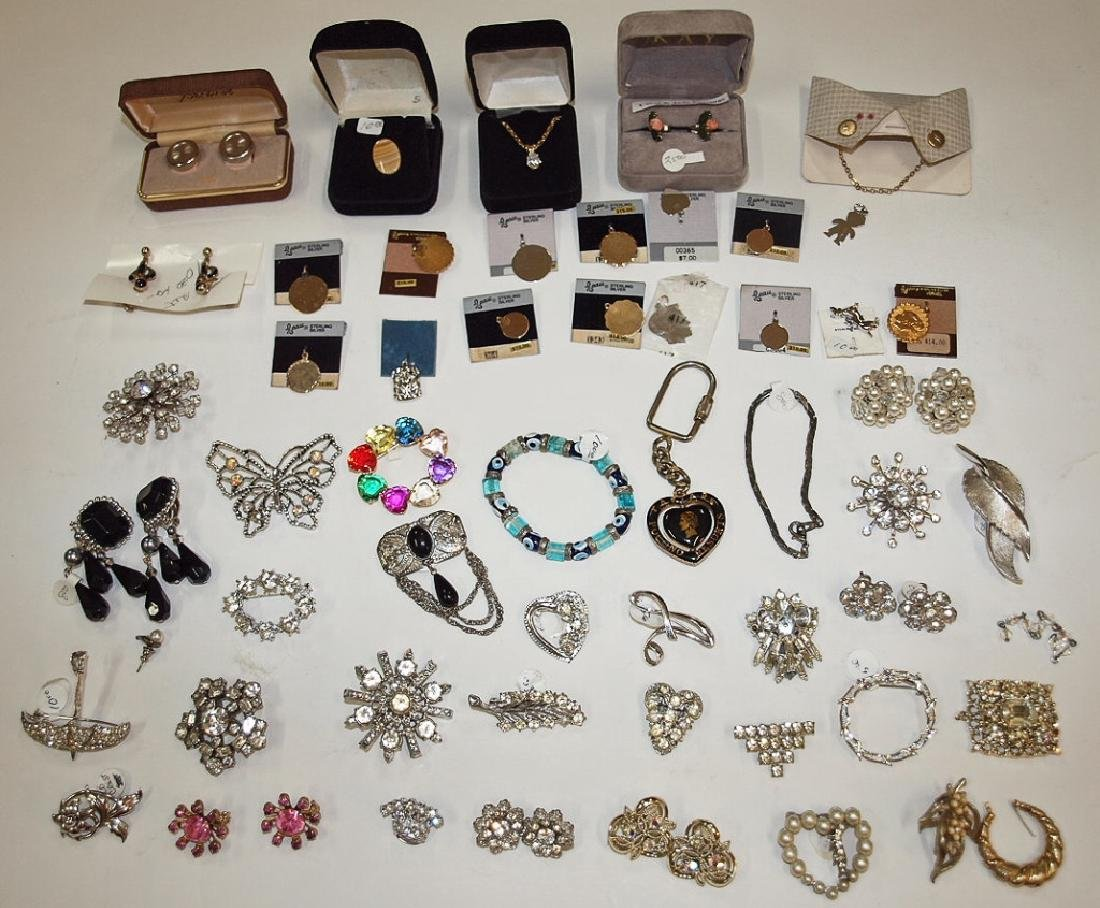 Lotof assorted jewelry, some sterling