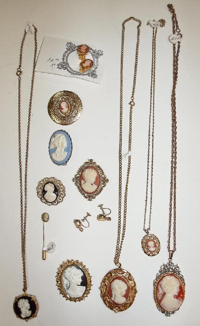 Lot of jewelry with cameos