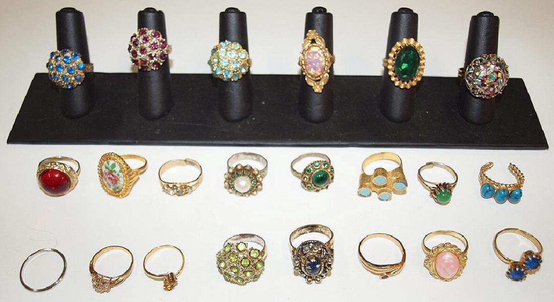 Lot of 22 ladies rings