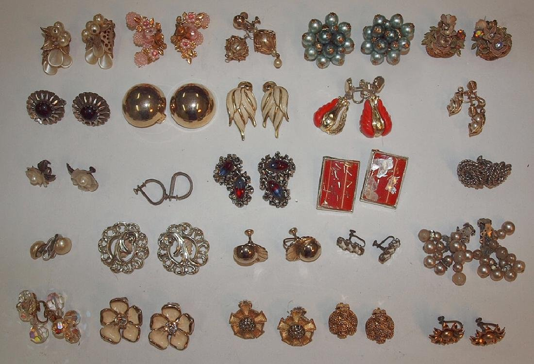 Lot of 20 pair vintage ladies earrings: Kramer, Cora,