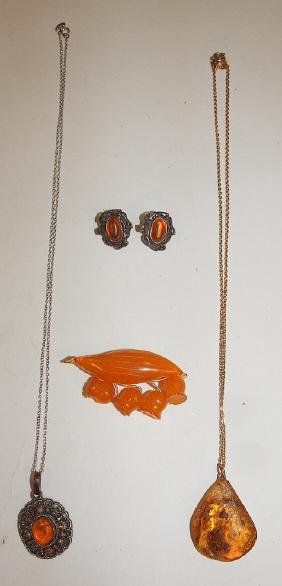 Amber lot of jewelry: 2 necklaces, brooch, and pair of