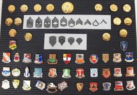 Lot of US MIlitary insignia in case
