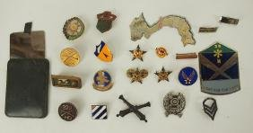 Lot of US MIlitary insignia