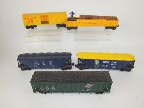 Lionel lot of 5 train cars