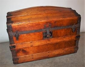 Wooden hump back trunk