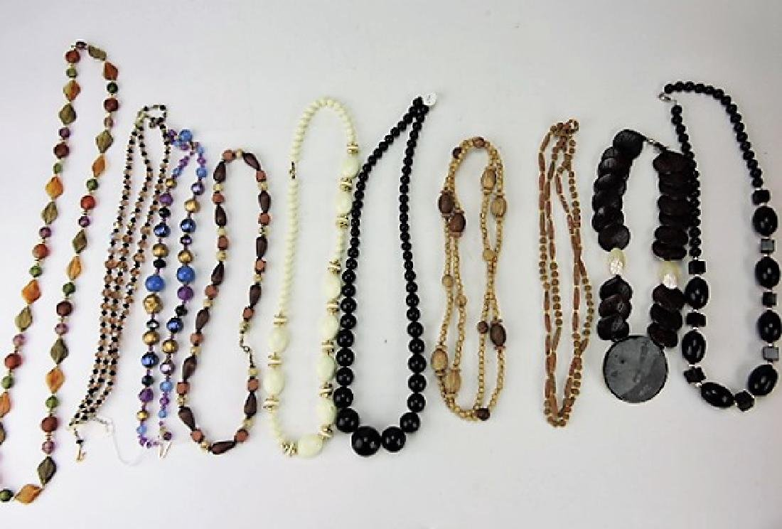 Lot of 10 necklaces