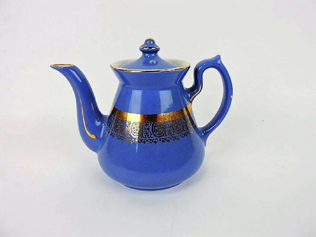 Hall China teapot, 4 cup, Philadelphia light