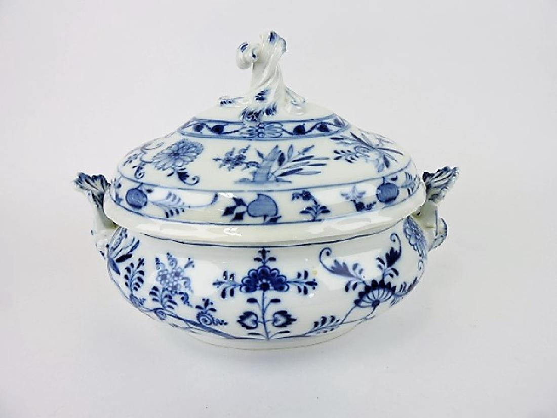 """Meissen Blue Onion tureen, 12 1/2""""w, 9 1/2""""h"""